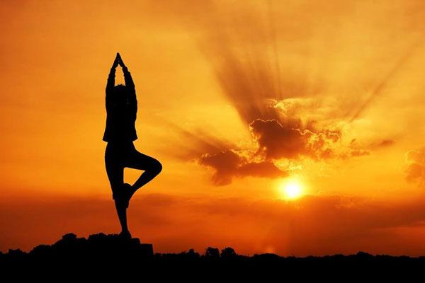 Clase de yoga en Menorca