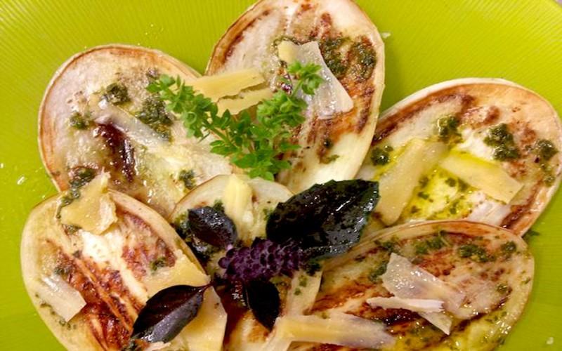 Es-tast-11-Berenjena-blanca-ecológica-con-queso-Mahón-D.O.P-y-albahaca