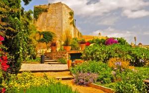fullscreen_exclusiver-menorca-villa-Torre-San-Nicolas-entrada-jardin